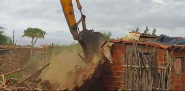 Sie kamen in aller Frühe: Mit Traktoren und Baggern wurden die Häuser der Camp-Bewohner eingerissen