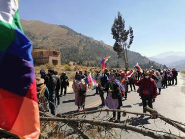 Der Generalstreik in Bolivien, der am Montag wegen der erneuten Verschiebung des Wahltermins begann, hat in vielen Teilen des Landes zu Straßenblockaden geführt