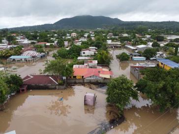 Wohnviertel in San Pedro Sula, Honduras, unter Wasser