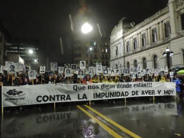 In Uruguay setzen sich noch immer viele gegen Straffreiheit für Verbrechen aus Zeiten der Militärdiktatur ein, wie hier bei Protesten im vergangenen Jahr