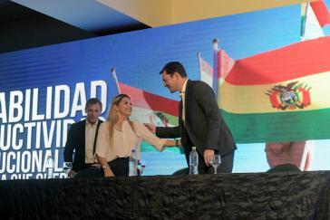 De-facto Präsidentin Jeanine Áñez bei einem Treffen mit der bolivianischen Wirtschaft, dem ihr Konkurrent innerhalb der Ultrarechten, Fernando Camacho, aus Protest fernblieb