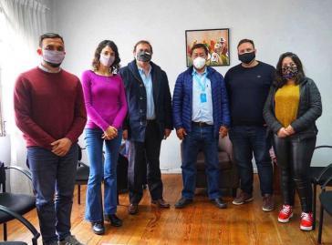 Die argentinischen Abgeordneten gemeinsam mit dem wohl künftigen Präsidenten von Bolivien, Luis Arce