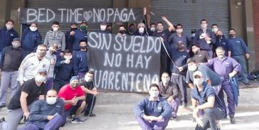 """Kampf um Arbeitsplätze und ausstehende Löhne in der """"Corona-Krise"""":  Arbeiter haben die Matratzenfabrik BedTime in Tigre, Argentinien besetzt"""