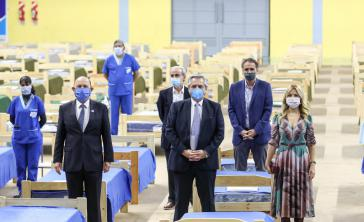 Präsident Fernández beim Besuch eines Krankenhauses in der Provinz Formosa, das sich auf die Behandlung von Covid-19-Patienten vorbereitet (vorn Mitte)
