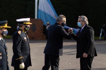 Argentinens Präsident Fernández (rechts), Verteidigungsminister Rossi (links) und Oberkommandierende der Streitkräfte am 10.Juli, Tag der Unabhängigkeit