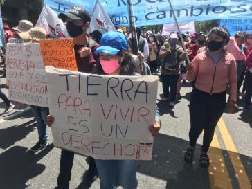 """""""Land um darauf zu leben ist ein Recht"""": Protest in Buenos Aires gegen die Räumung von Guernica"""