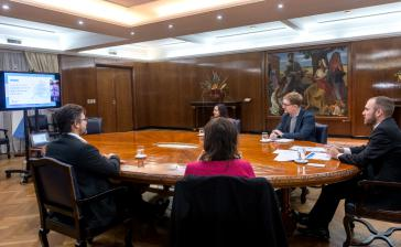 Argentiniens Wirtschaftsminister Guzman (ganz rechts im Bild) bei der öffentlichen Videokonferenz am Mittwoch