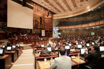 Das ecuadorianische Parlament hat in letzter Minute das umstrittene Gesetz zur Steuervereinfachung in Kraft gesetzt