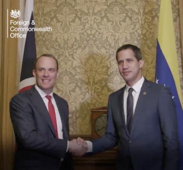 Der britische Außenminister, Dominic Raab, traf sich mit Juan Guaidó im Januar in London