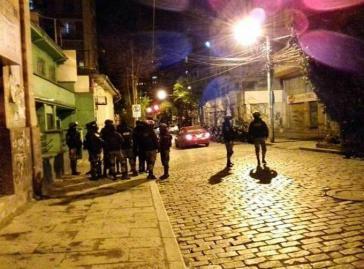 Polizisten vor dem MAS-Büro in Sopocachi nach dem Angriff