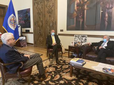 Murillo (mit gelbem Schlips) und Almagro (rechts) trafen sich am 30. September in Washington