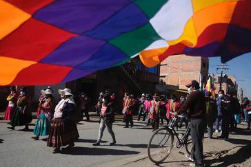 Am 28. Juli fanden in ganz Bolivien Demonstrationen gegen die Verschiebung der Wahlen und die Angriffe auf die MAS statt. Gewerkschafter kündigten einen unbefristeten Streik an