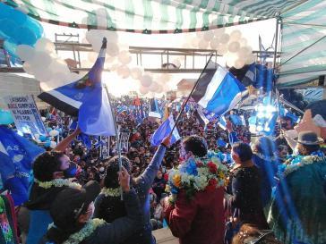 """Wahlkampfveranstaltung der MAS in El Alto am 10. September mit ihren Spitzenkandidaten """"Lucho"""" Arce und David Choquehuanc"""
