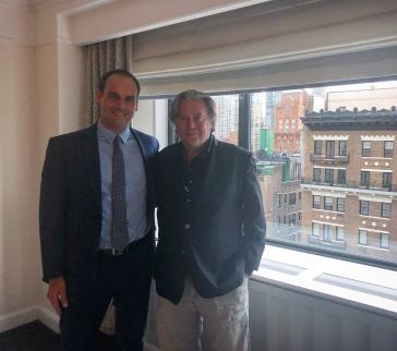 Der Abgeordnete und Präsidentensohn Eduardo Bolsonaro bei einem Treffen mit Steve Bannon im Juni 2018 in New York