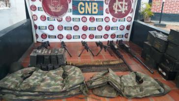 Bewaffnung auf konfiszierten kolumbianischen Armeebooten in Venezuela