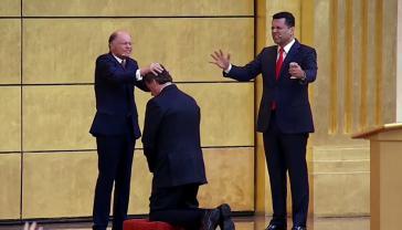 """""""Bischof"""" Edir Macedo empfing Präsident Bolsonaro am 1. September 2019 im """"Salomontempel"""" der Igreja Universal do Reino de Deus in São Paulo, um ihn zu segnen und für Brasilien zu beten"""
