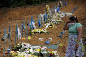 Massengrab auf dem Friedhof Nossa Senhora Aparecida in Manaus. Dort werden seit Ausbruch der Corona-Pandemie täglich hundert Menschen begraben. Zuvor waren es rund 30