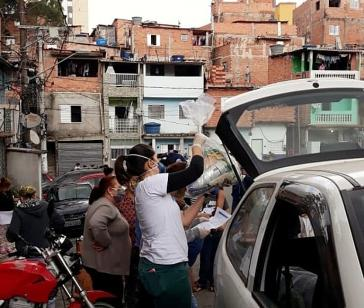 Lebensmittelverteilung durch solidarische Basisorganisationen in den peripheren Stadtgebieten