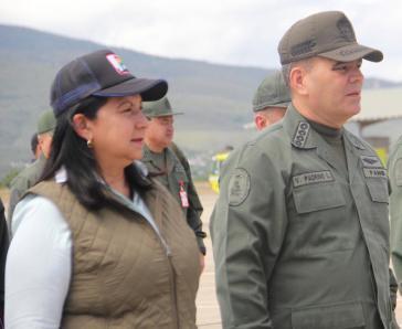 Die neue Innenministerin Carmen Meléndez übte bereits unter Hugo Chávez Führungsfunktionen aus (hier mit Verteidigungsminister Vladimir Padrino)