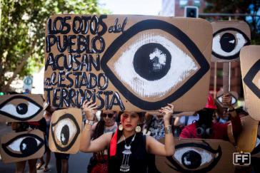 Gezielte Schüsse in die Gesichter der Protestierdenen: Als wollte der Staat sagen, dass der Preis für das Erwachen der Verlust des Augenlichts ist