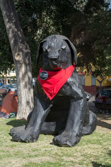 Symbol des Widerstands: Skulptur des Negro Matapacos, Plaza Brasil, Santiago
