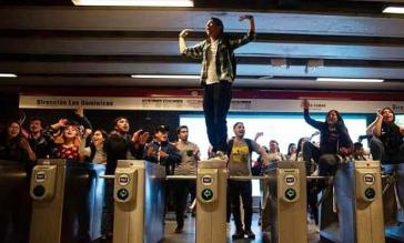 Auftakt der Revolte: Schüler protestierten gegen Fahrpreiserhöhung