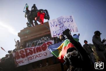 """Protest auf der Plaza Dignidad: """"Er ist nicht gestürzt, sie haben ihn runtergeworfen"""""""