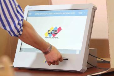 Die neue EC-21-Wahlmaschine kommt zum Einsatz