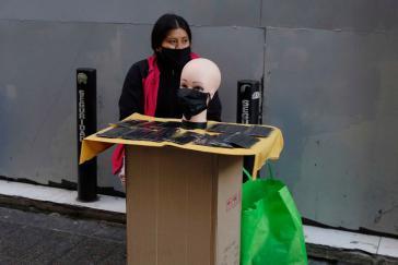 In Chile sind nicht nur Einnahmequellen knapp, sondern auch Schutzmasken. Also wird improvisiert...
