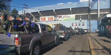 Sicherheitskräfte drangen in Honduras auf der Suche nach Infizierten im Hauptstadtdistrikt in 240 Häuser ein