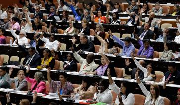 Vor ambitionierten Reformplan: Abgeordnete in Kuba