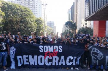 Protest antifaschistischer Fußball-Fans gegen Jair Bolsonaro am 31. Mai in São Paulo.