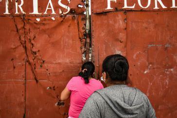 Die Besetzerinnen halten 24 Stunden am Tag Wache am Eingang und im Inneren der Fabrik