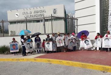 Protest der Eltern der 43 verschwundenen Lehramtsstudenten vor der Staatsanwaltschaft in Chilpancingo, Guerrero, Mexiko