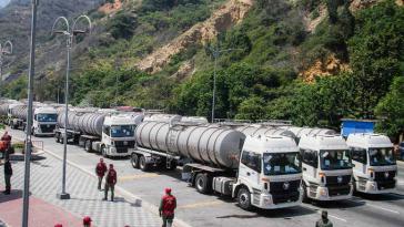 Für den Export bestimmtes venezolanisches Rohöl staut sich, während verarbeitetes Öl wegen der US-Sanktionen nur schwierig importiert werden kann
