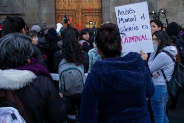 """Die demonstrierenden Frauen empfinden das hauptsächliche Schweigen von Präsident López Obrador als """"kriminell"""""""