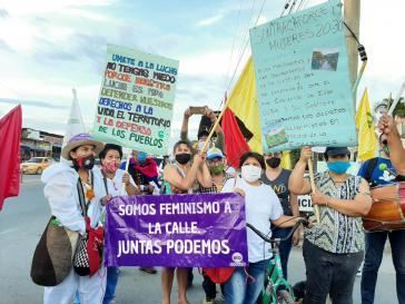 Tausende Frauen protestieren gegen systematische Gewalt und Übergriffe seitens staatlicher Kräfte