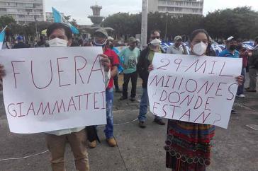 Die Demonstrierenden fordern den Rücktritt des Präsidenten und die Verteilung der zugesagten Gelder an die notleidende Bevölkerung