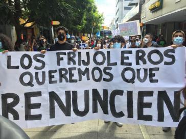 """Tramsparent bei der Demonstration am Samstag: """"Wir Bohnenbauern wollen, dass sie zurücktreten"""""""