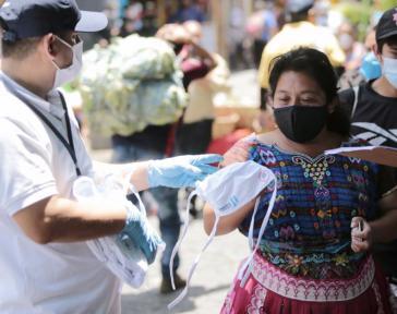 Das Tragen von Mundschutz ist Pflicht, die Regierung hat die Versorgung der Bevölkerung versprochen