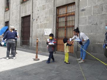 Die olla comuitaria in Quetzaltenango verteilt Essen an Bedürftige