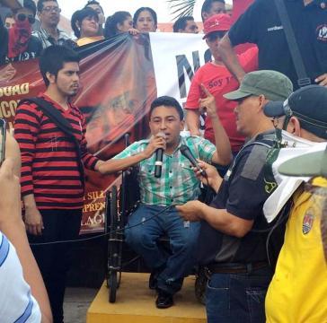 Mejía bei einer Demonstration im Jahr 2015 in Tegucigalpa für den Rücktritt der Regierung
