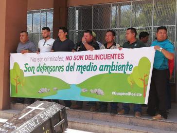 """""""Sie sind keine Verbrecher, sie sind Verteidiger der Umwelt"""": Kundgebung für die Freilassung der acht Umwelaktivisten"""