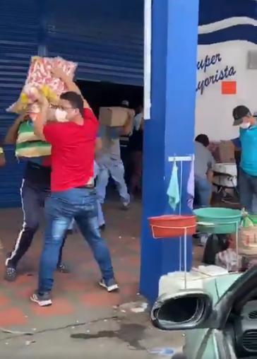In mehreren Ländern kommt es seit Verhängung der Quarantäne zu Plünderungen, wie hier in Kolumbien