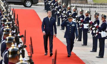 Kolumbiens Präsident Duque empfing Guaidó mit militärischen Ehren