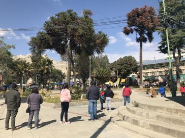Warteschlange vor einem Wahllokal im Süden der Hauptstadt La Paz