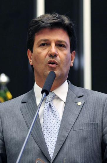 Der Gesundheitsminister bietet Bolsonaro die Stirn