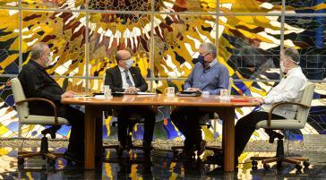 Kuba Präsident Díaz-Canel bespricht im Fernsehen die Maßnahmen zur Lockerung, nachdem die Corona-Lage unter Kontrolle scheint