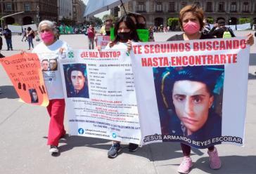 Angehörige von Verschwunden bei einer Demonstration in Mexiko-Stadt. Sie fordern konkrete Maßnahmen der Regierung bei der Suche und Aufklärung