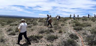 Auf der Suche: Angehörige von Verschwundenen und Behördenvertreter durchkämmen gemeinsam ein Gelände in Zacatecas, Zentralmexiko